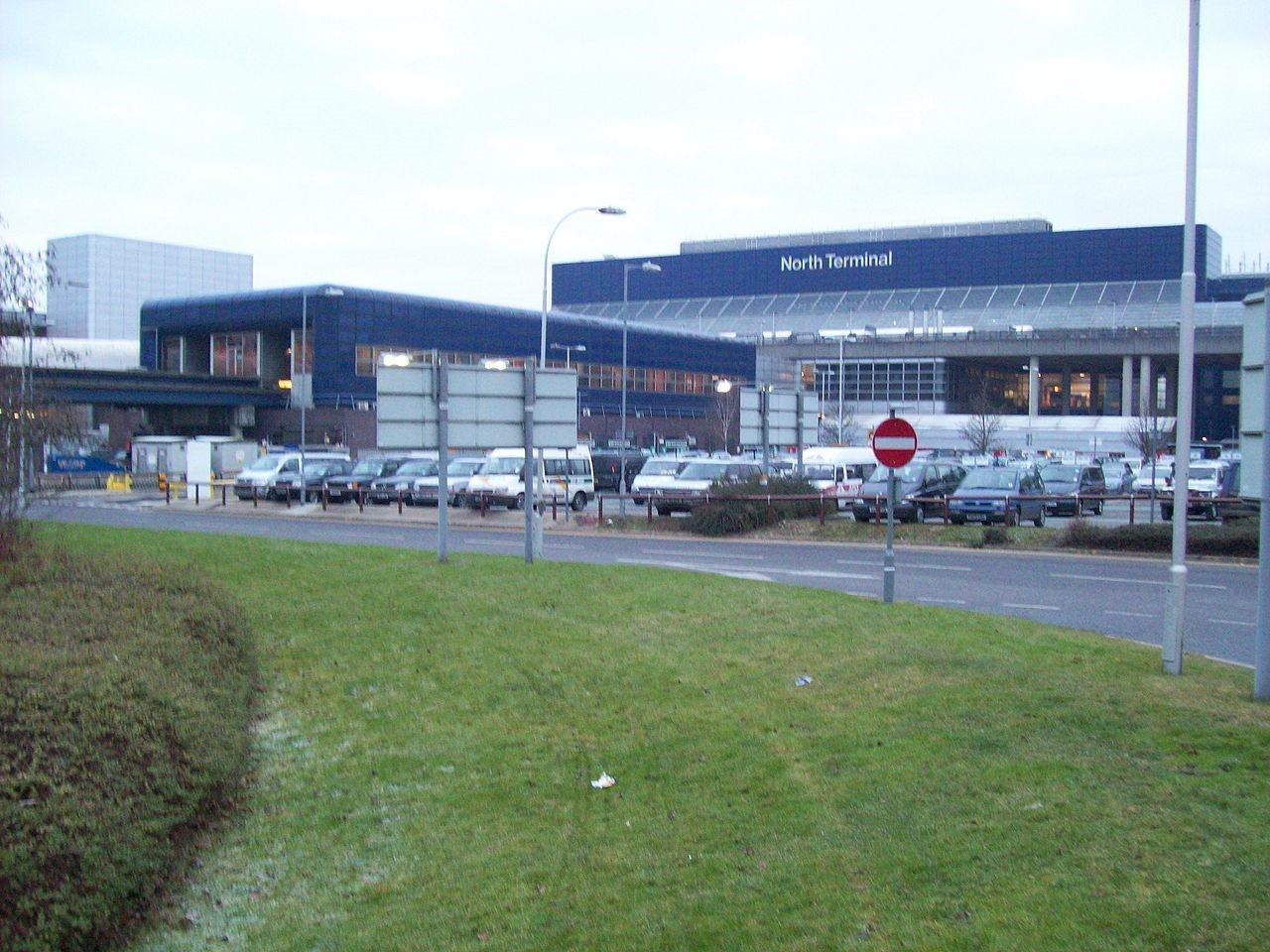 Severe shortage of gatwick airport parking spaces leads to rise in severe shortage of gatwick airport parking spaces leads to rise in car dumping by rogue firms parking at airports kristyandbryce Images